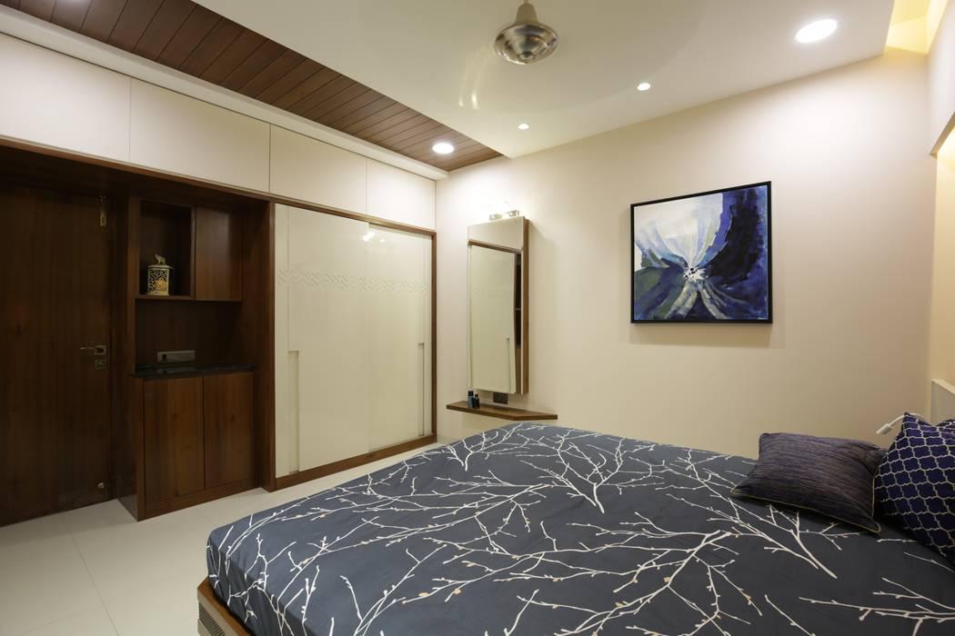 Mr vora's flat:  Bedroom by studio 7 designs