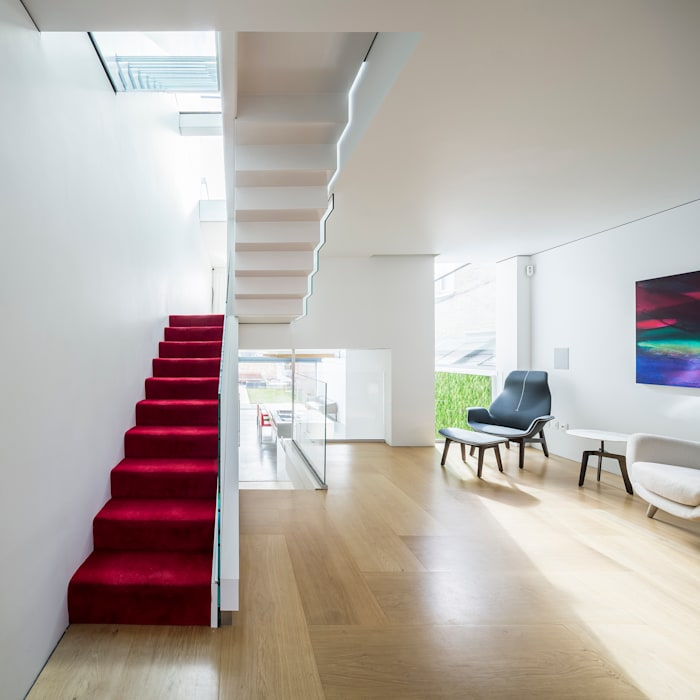 Corridor & hallway by Your Architect London