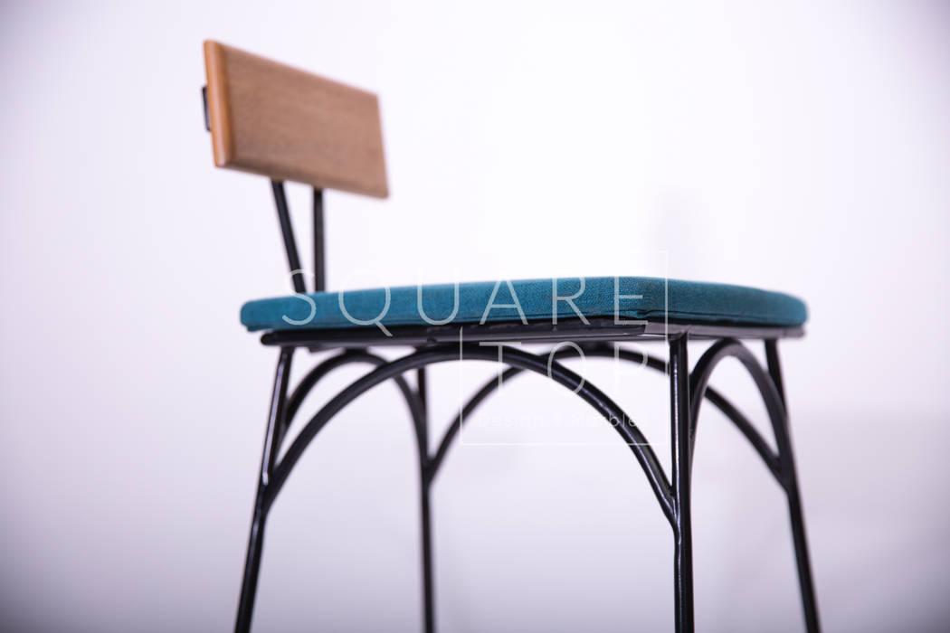 Silla de bar 58. Arcos:  de estilo industrial por SquareTop Design, Industrial Metal