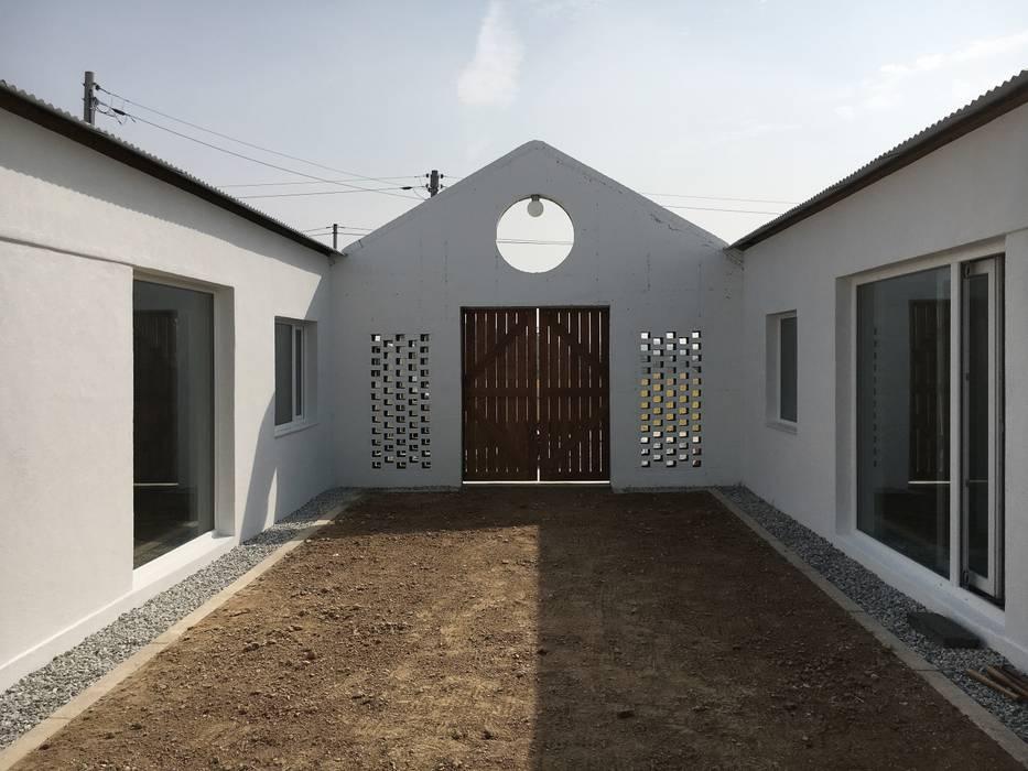 Farmer's House (ㄷHouse) Vườn phong cách mộc mạc bởi 에이오에이 아키텍츠 건축사사무소 (aoa architects) Mộc mạc