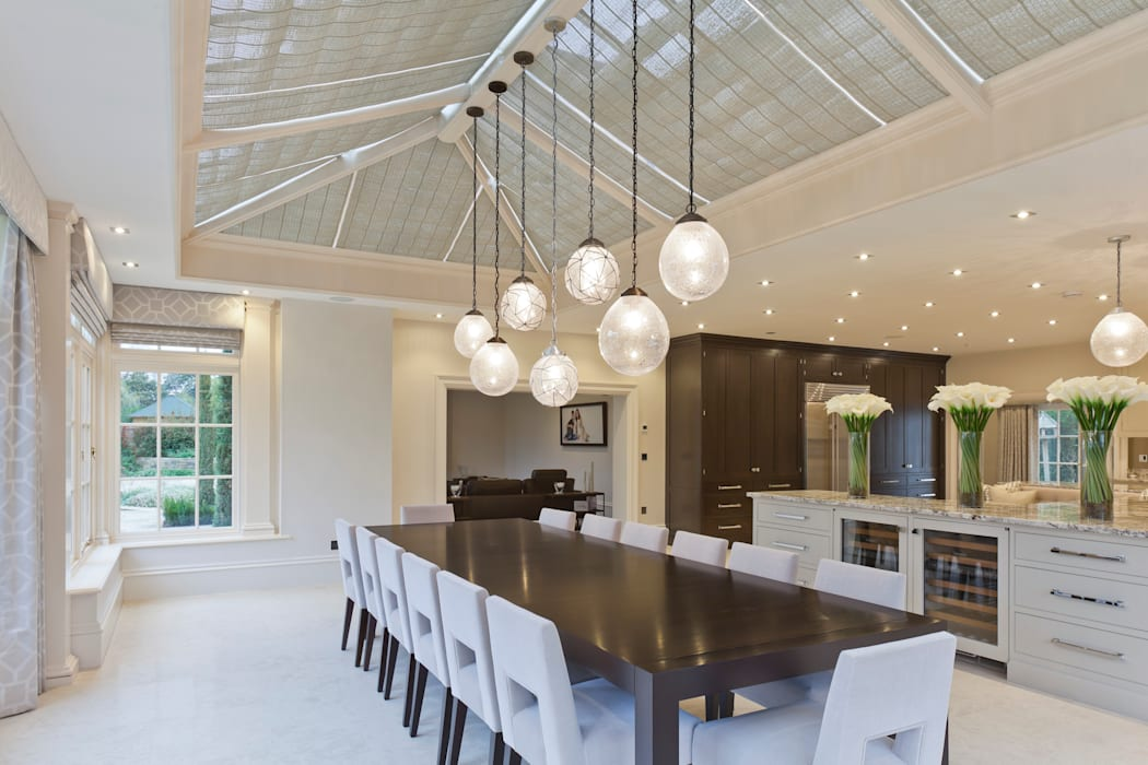 Georgian Orangery opens up the kitchen to include dining space: modern Conservatory by Vale Garden Houses