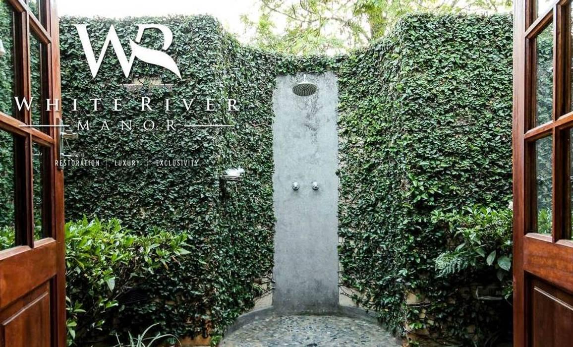 White River Manor:  Bathroom by Principia Design