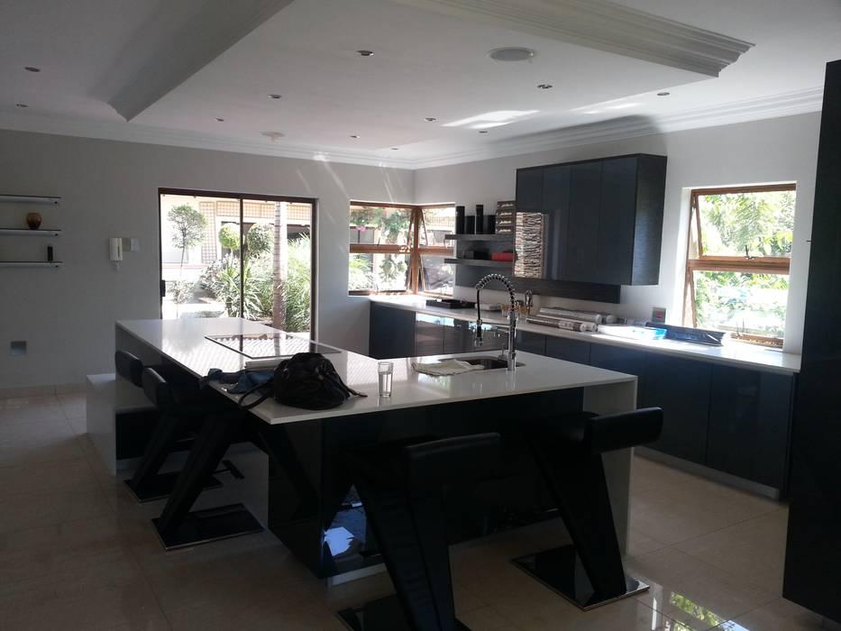 Kitchen by Principia Design, Modern