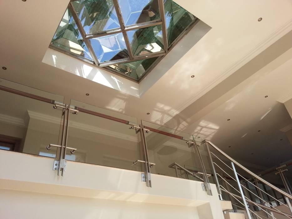 Corridor & hallway by Principia Design, Modern