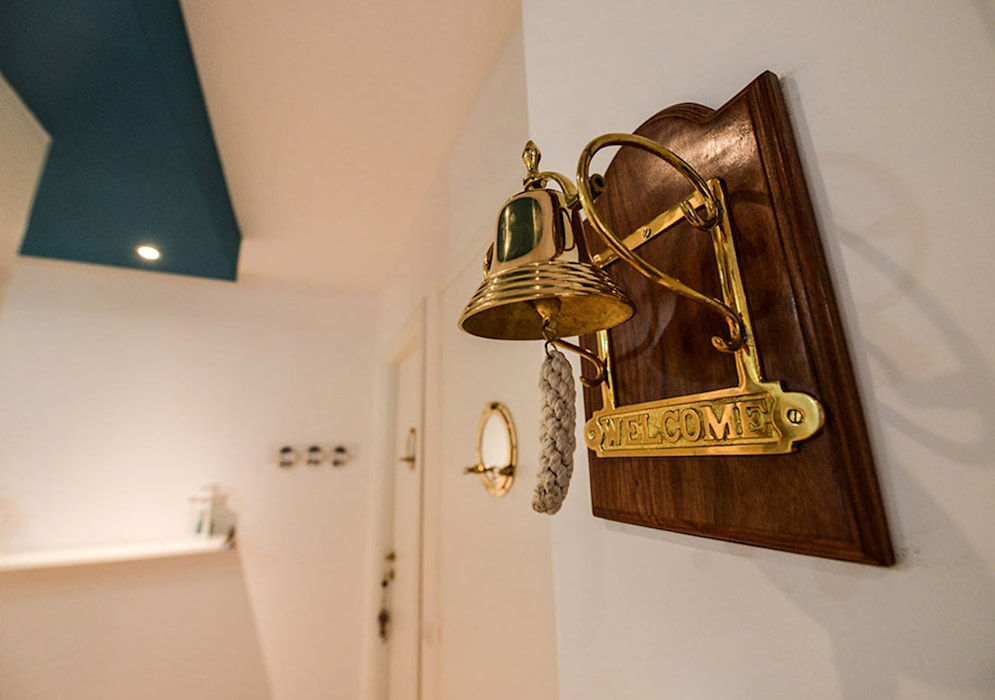 Campana: Hotel in stile  di Ercolani Bros.,