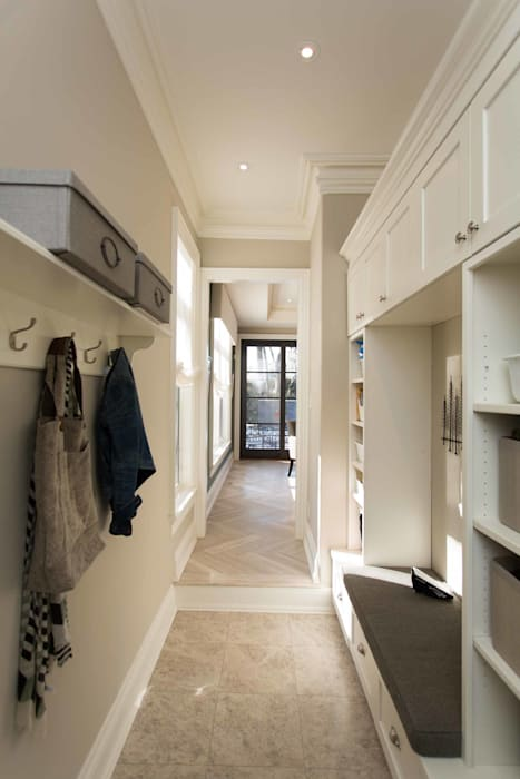 Mudroom Frahm Interiors Classic style corridor, hallway and stairs