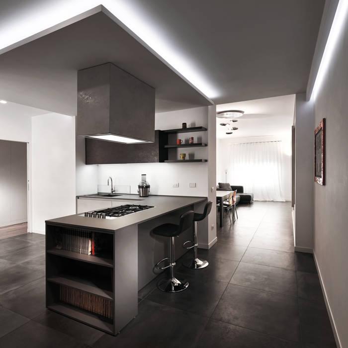 Una cucina che ruba l'attenzione: Cucina in stile in stile Moderno di Gruppo Castaldi | Roma