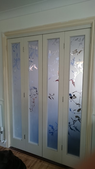 Etched glass for bi folding doors:  Living room by Antonia Macgregor Designs in Glass