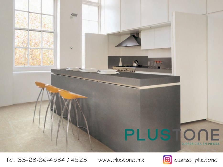 Cubierta de cuarzo Cement: Cocinas de estilo minimalista por PLUSTONE