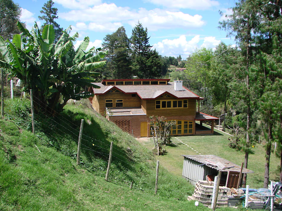 CASA DE CAMPO GUARNE_ : Casas de estilo clásico por tresarquitectos