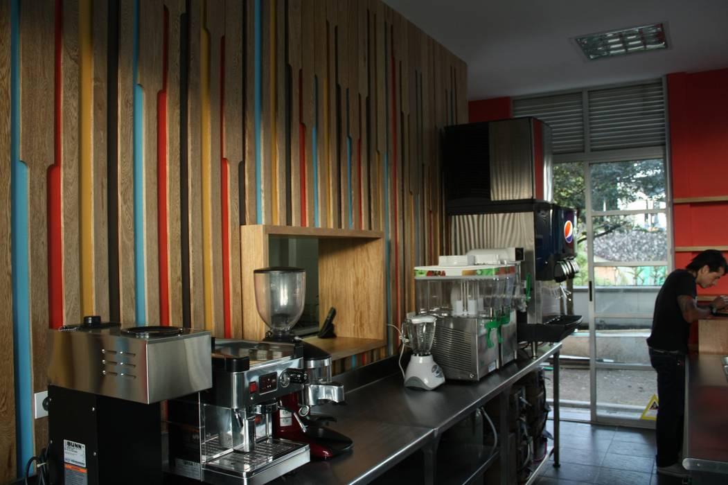 Restaurante _ Isabellas Place: Locales gastronómicos de estilo  por @tresarquitectos,