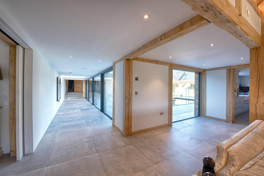 Forty Farm Modern corridor, hallway & stairs by Smarta Modern