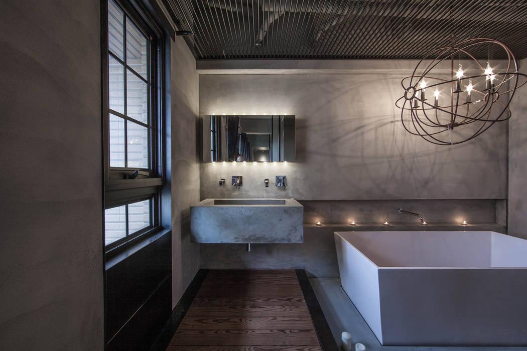 聚場 Stage:  浴室 by 璧川設計有限公司, 工業風