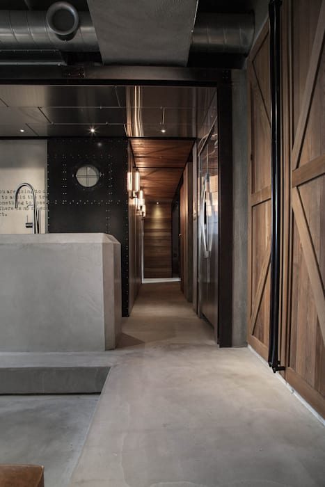 Corridor & hallway by 璧川設計有限公司, Industrial