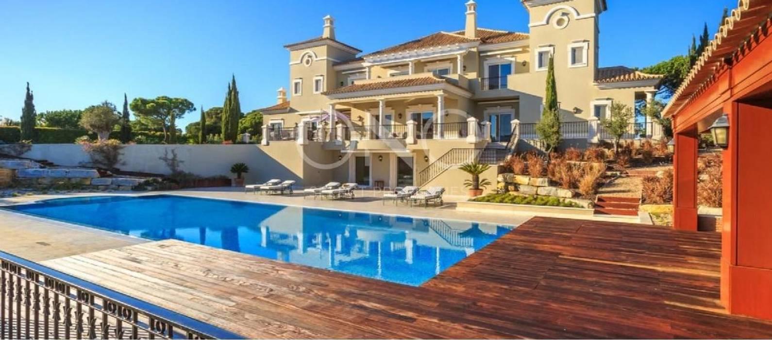 Villa de 5 quartos localizada numa das zonas mais exclusivas da Quinta do Lago: Casas  por One Select Properties