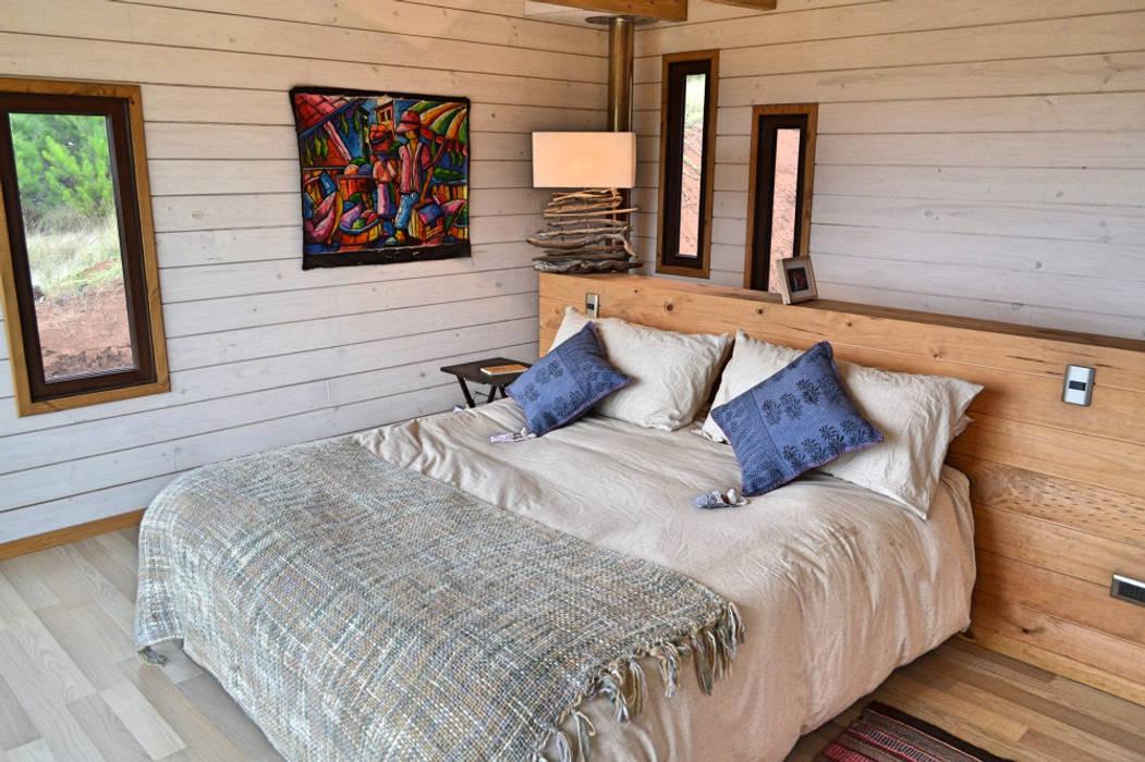 Camera da letto moderna di AtelierStudio Moderno