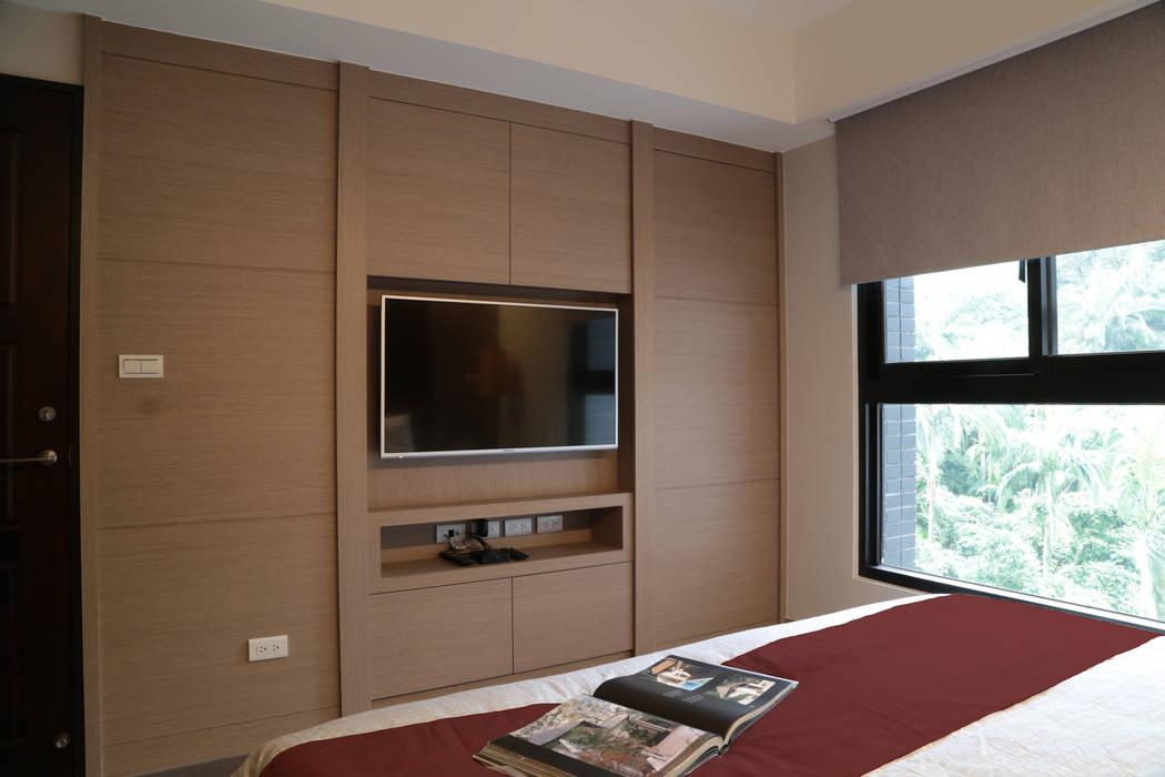 主臥電視牆:  臥室 by 漢品室內設計