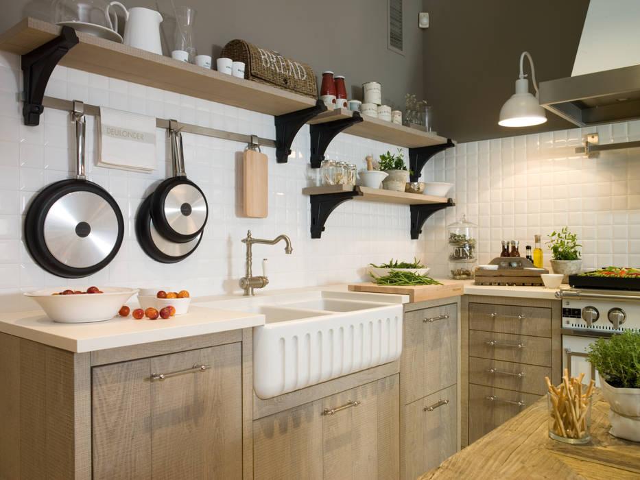 Fragadero de cerámica: Cocinas de estilo  de DEULONDER arquitectura domestica,