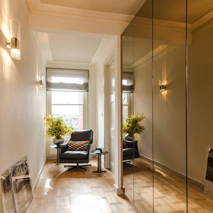 Couloir et hall d'entrée de style  par Studio 29 Architects ltd, Moderne Verre