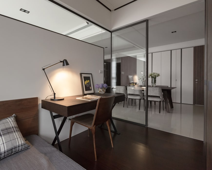 Modern Study Room and Home Office by 大觀室內設計工程有限公司 Modern
