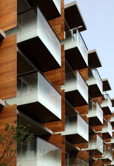 Puertas y ventanas eclécticas de 黃宏輝建築師事務所 Ecléctico Compuestos de madera y plástico
