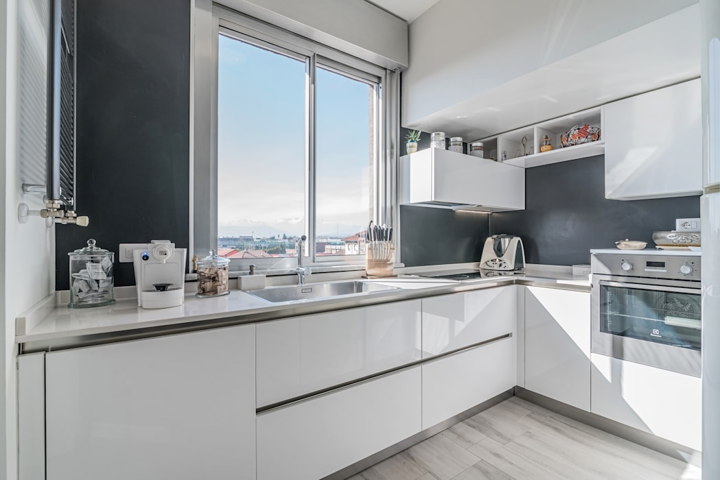 Minimalist kitchen by Facile Ristrutturare Minimalist