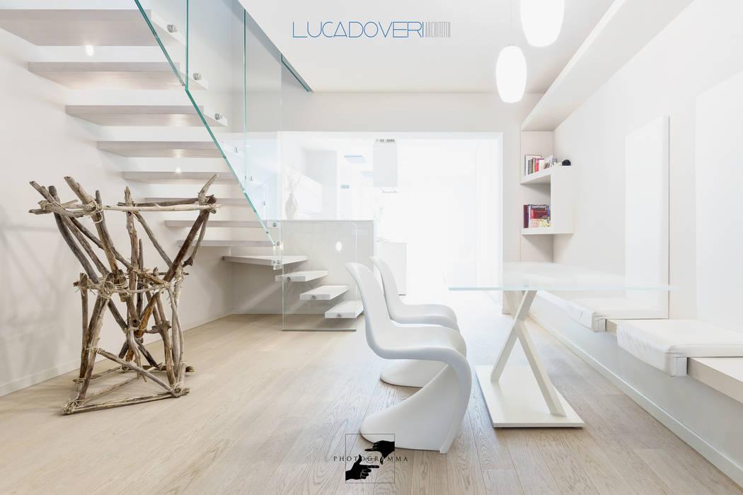 Salas de estar minimalistas por Luca Doveri Architetto - Studio di Architettura Minimalista