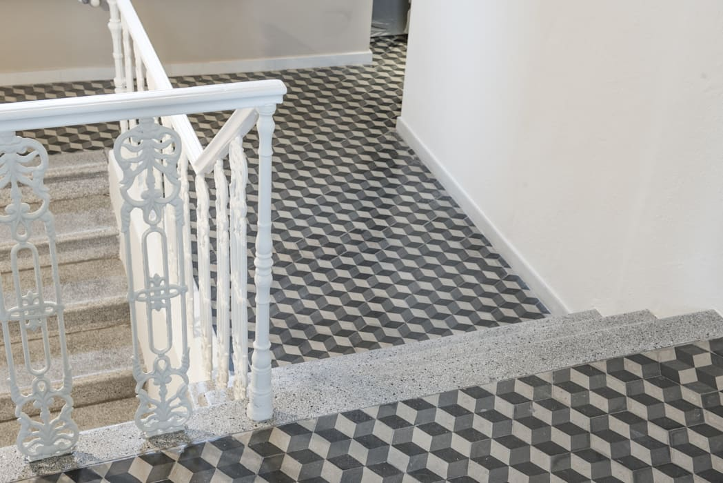 vano scala: Soggiorno in stile in stile Minimalista di Luca Doveri Architetto - Studio di Architettura