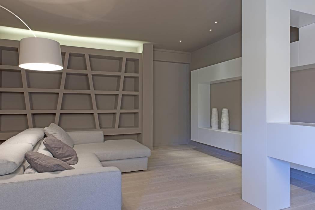 Soggiorno soggiorno in stile di luca doveri architetto for Idee casa minimalista