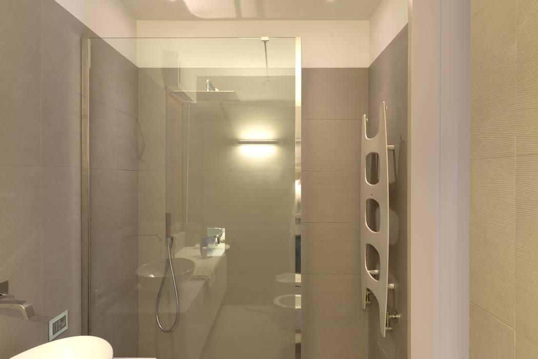 bagno 2 : Bagno in stile in stile Minimalista di Luca Doveri Architetto - Studio di Architettura