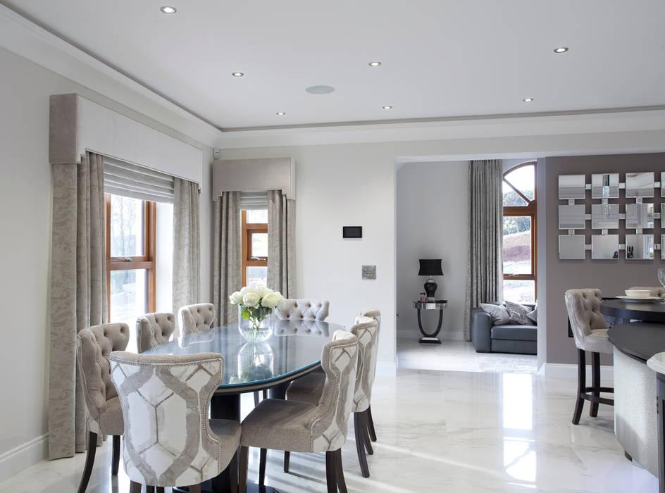 Luxury Painted Kitchen with Ebony Designer Kitchen by Morgan Comedores de estilo clásico Gris