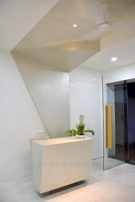 Dental Office Reception Design:  Study/office by prarthit shah architects