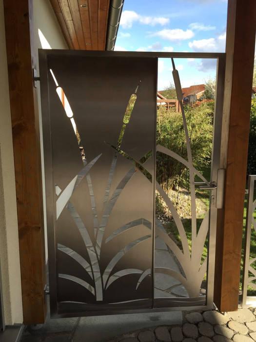 """Edelstahl Gartentür """"Cat Tails"""" Moderner Garten von Edelstahl Atelier Crouse - individuelle Gartentore Modern Metall"""