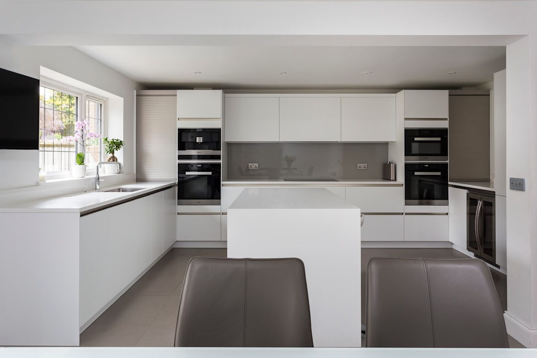 White contemporary kitchen in Hertfordshire by John Ladbury and Company.: modern Kitchen by John Ladbury and Company