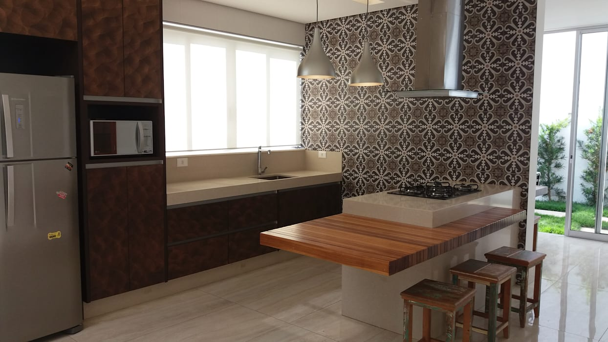 Monica Guerra Arquitetura e Interiores Modern kitchen