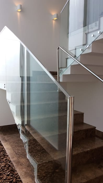 Modern Corridor, Hallway and Staircase by Monica Guerra Arquitetura e Interiores Modern