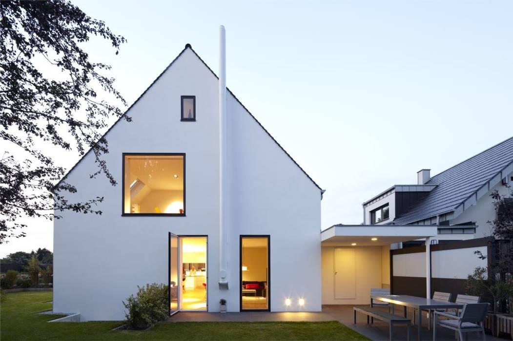 Gartenansicht Süd Minimalistische Häuser von Falke Architekten Minimalistisch