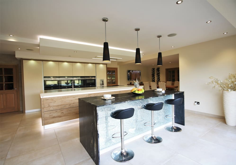 Wickham Bishops, Witham: modern Kitchen by Kitchencraft