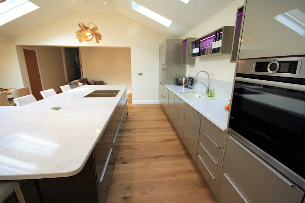 Great Bardfield, Essex: modern Kitchen by Kitchencraft