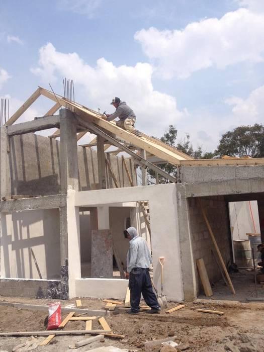 Casas de estilo rústico de URBVEL Constructora e Inmobiliaria Rústico