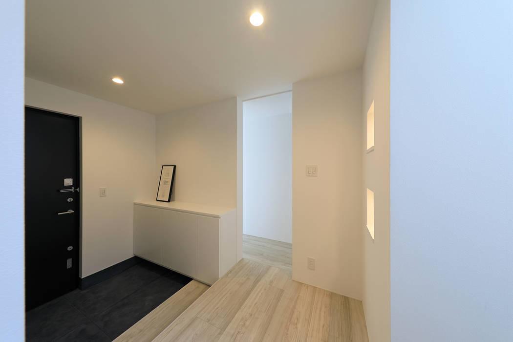 Modern Corridor, Hallway and Staircase by ㈱ライフ建築設計事務所 Modern