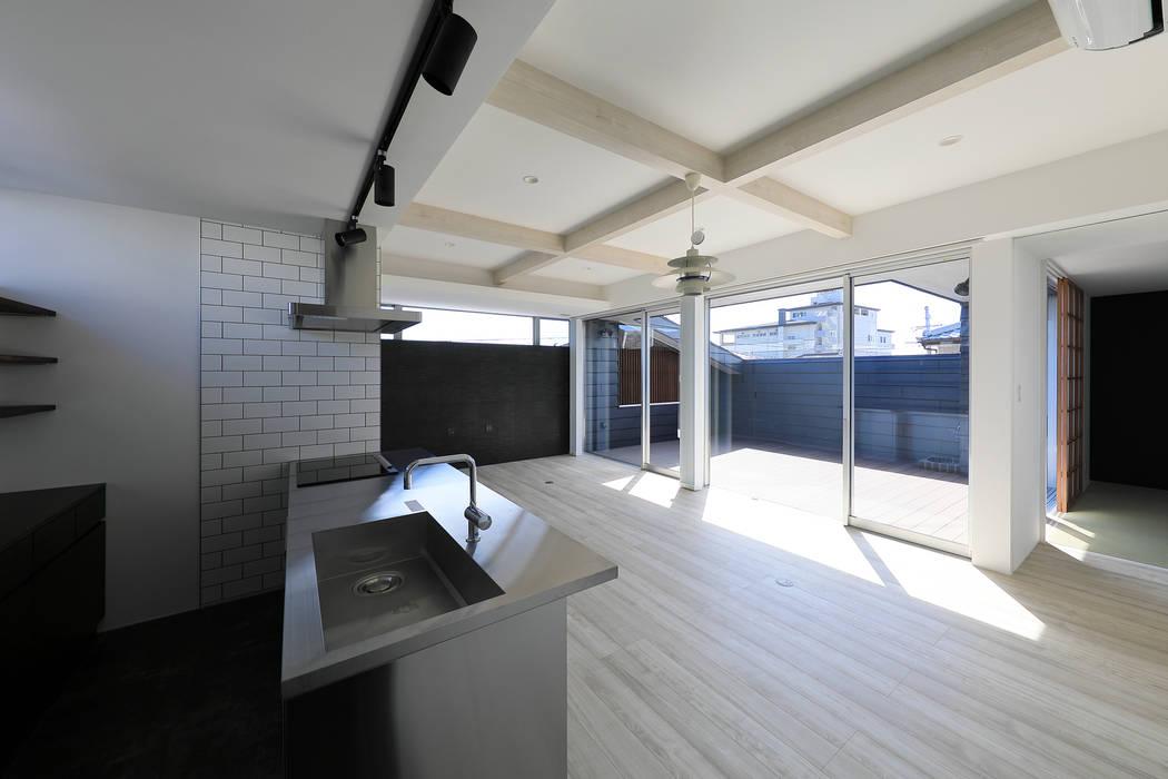 Modern Living Room by ㈱ライフ建築設計事務所 Modern