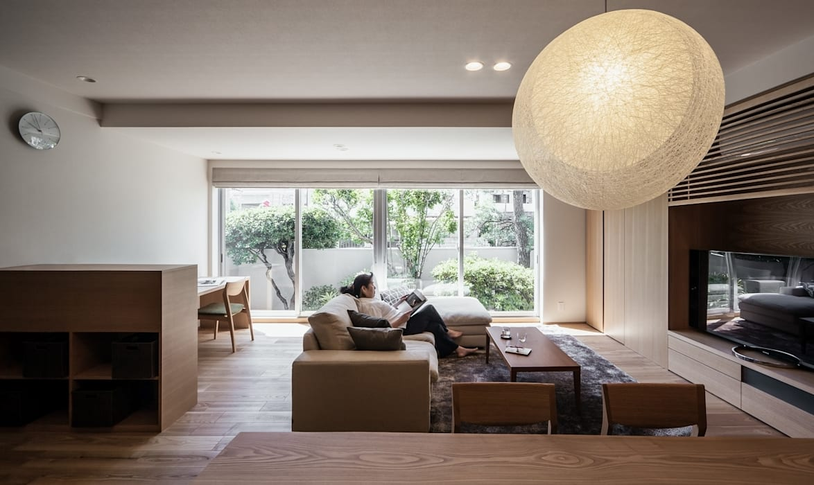 modern Living room by 株式会社seki.design