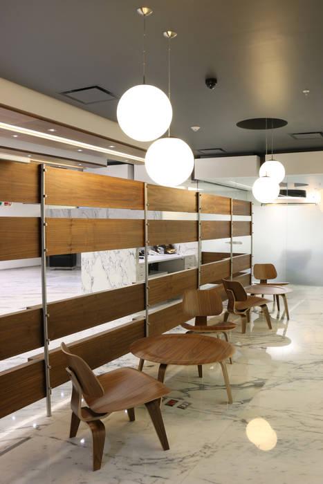 Solcargo: Espacios comerciales de estilo  por Eskema