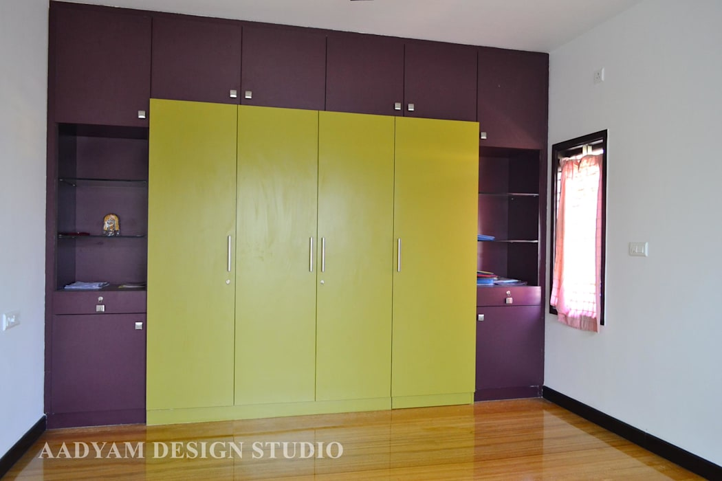 Wardrobe in kids room Minimalist nursery/kids room by Aadyam Design Studio Minimalist
