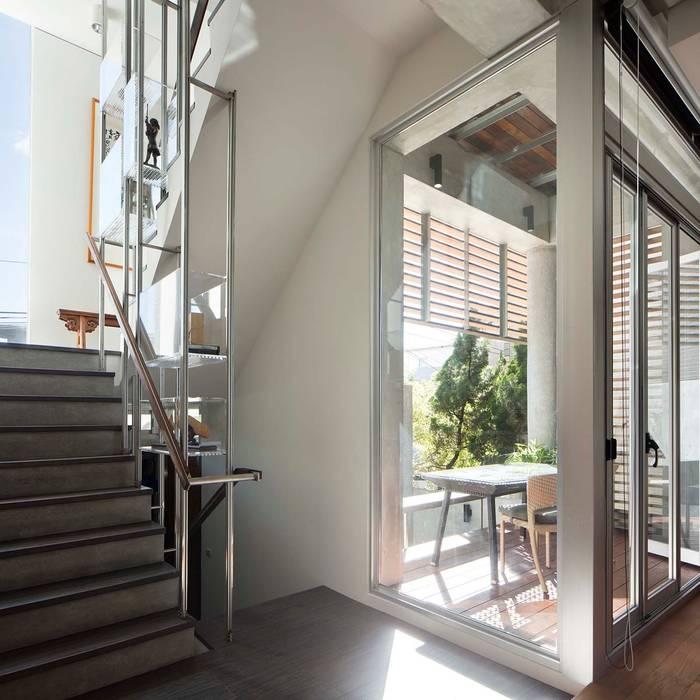 空間轉換 前置建築 Preposition Architecture 現代風玄關、走廊與階梯