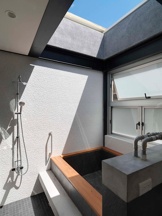 露天:  浴室 by 前置建築 Preposition Architecture