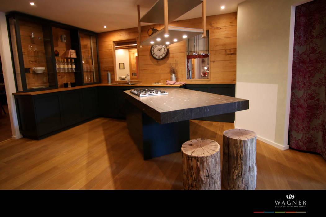 Landhausküche mit modernen Akzenten Landhaus Küchen von Wagner Möbel Manufaktur Landhaus Holz Holznachbildung