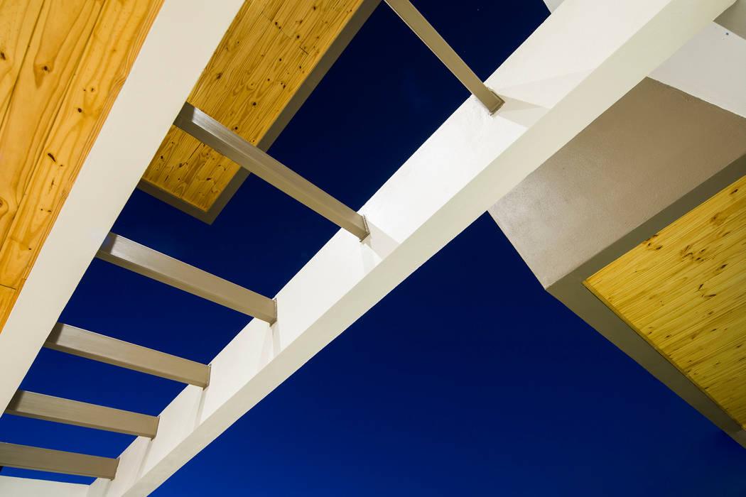 Detalle Casas estilo moderno: ideas, arquitectura e imágenes de J-M arquitectura Moderno