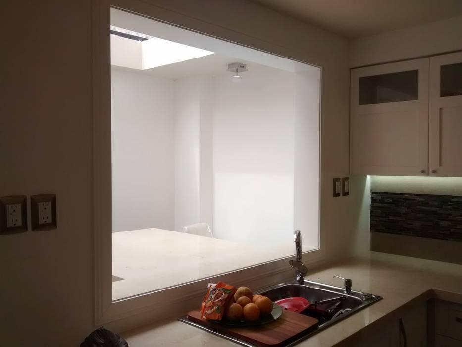 cubierta, marco y tarja: Cocinas de estilo moderno por MTD Mexico